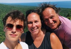 %E2%80%8EJonah Marais with his parents 300x205 - Jonah Marais Biography,Measurements,Age,Height,Weight,Net Worth,Family,Profile,Facts